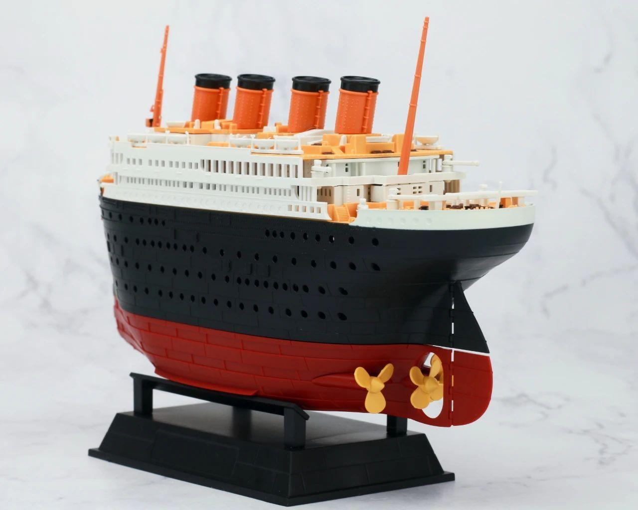 S484_1_2_RMS_Titanic_ice_SOUTHAMPTON_017.jpg
