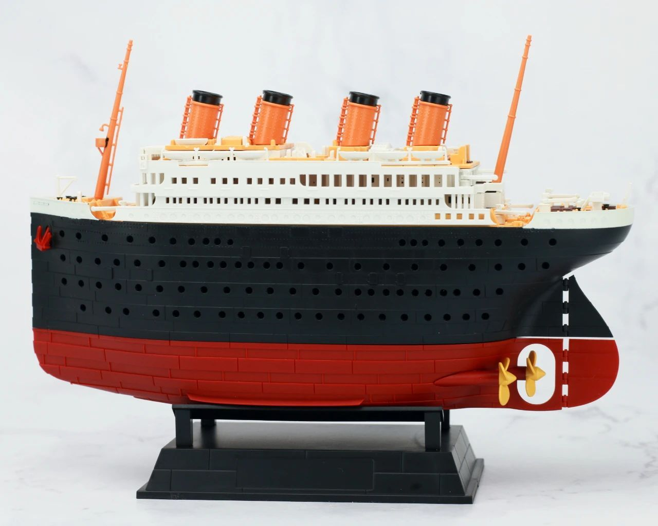 S484_1_2_RMS_Titanic_ice_SOUTHAMPTON_018.jpg