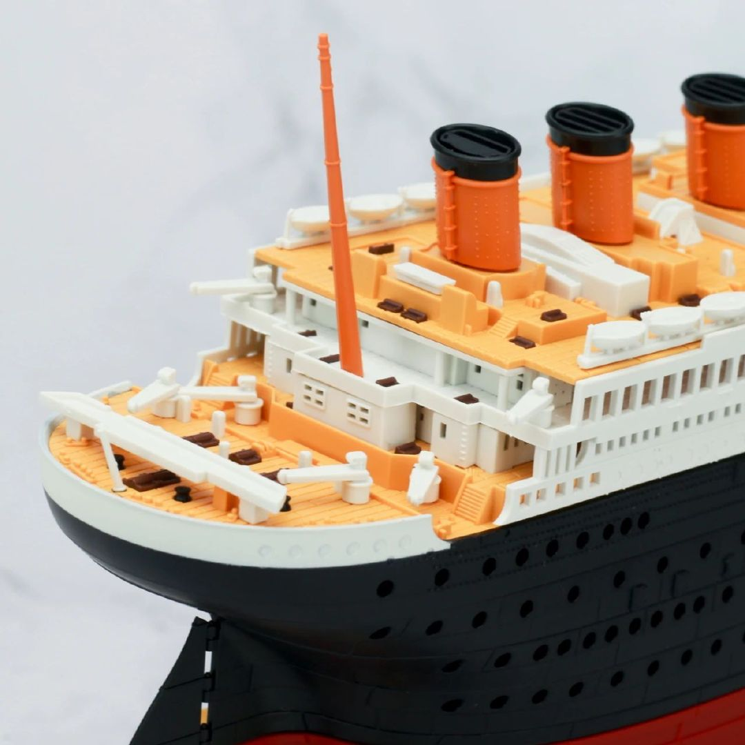 S484_1_2_RMS_Titanic_ice_SOUTHAMPTON_020.jpg