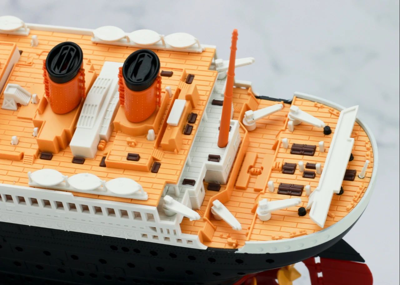 S484_1_2_RMS_Titanic_ice_SOUTHAMPTON_021.jpg