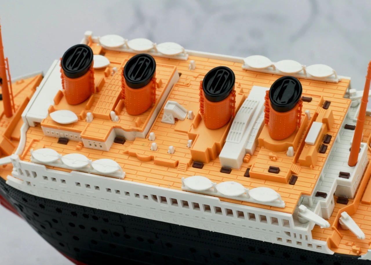 S484_1_2_RMS_Titanic_ice_SOUTHAMPTON_023.jpg