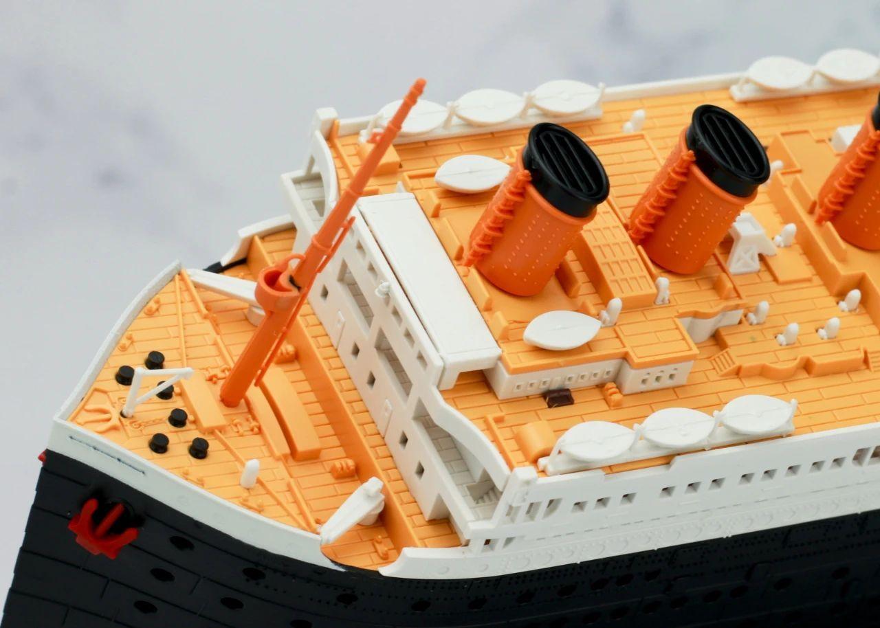 S484_1_2_RMS_Titanic_ice_SOUTHAMPTON_024.jpg