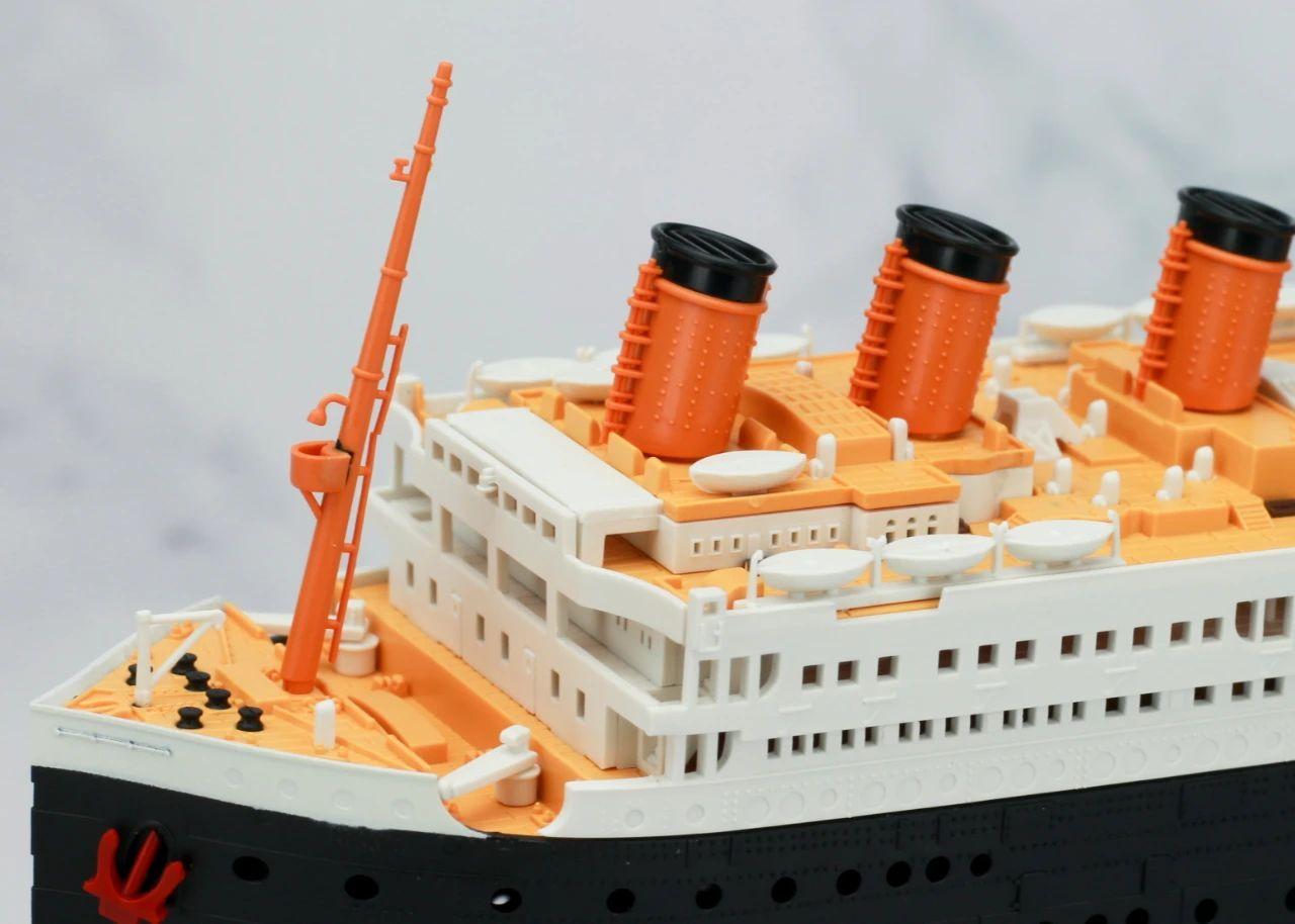 S484_1_2_RMS_Titanic_ice_SOUTHAMPTON_025.jpg
