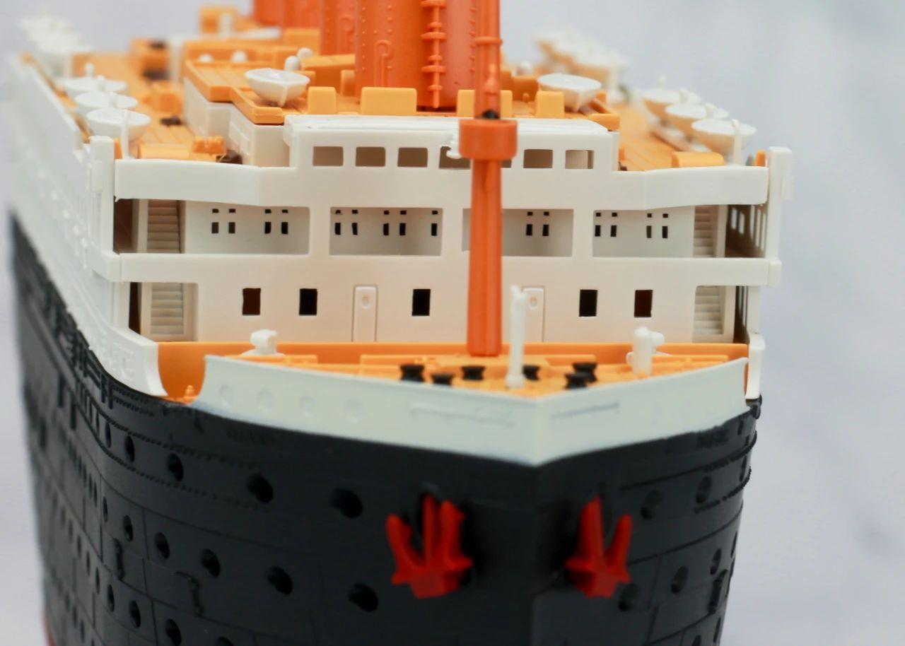S484_1_2_RMS_Titanic_ice_SOUTHAMPTON_026.jpg