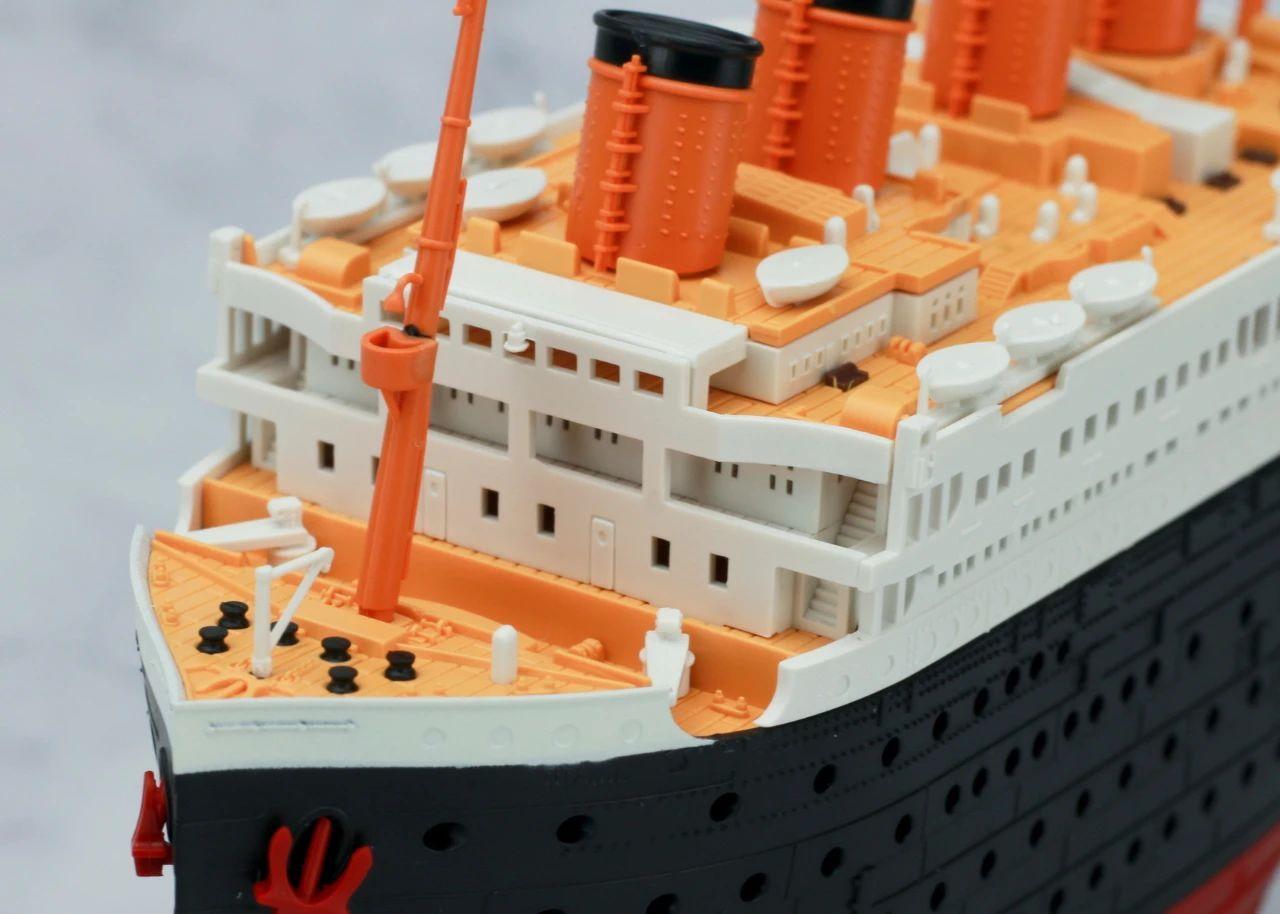 S484_1_2_RMS_Titanic_ice_SOUTHAMPTON_027.jpg