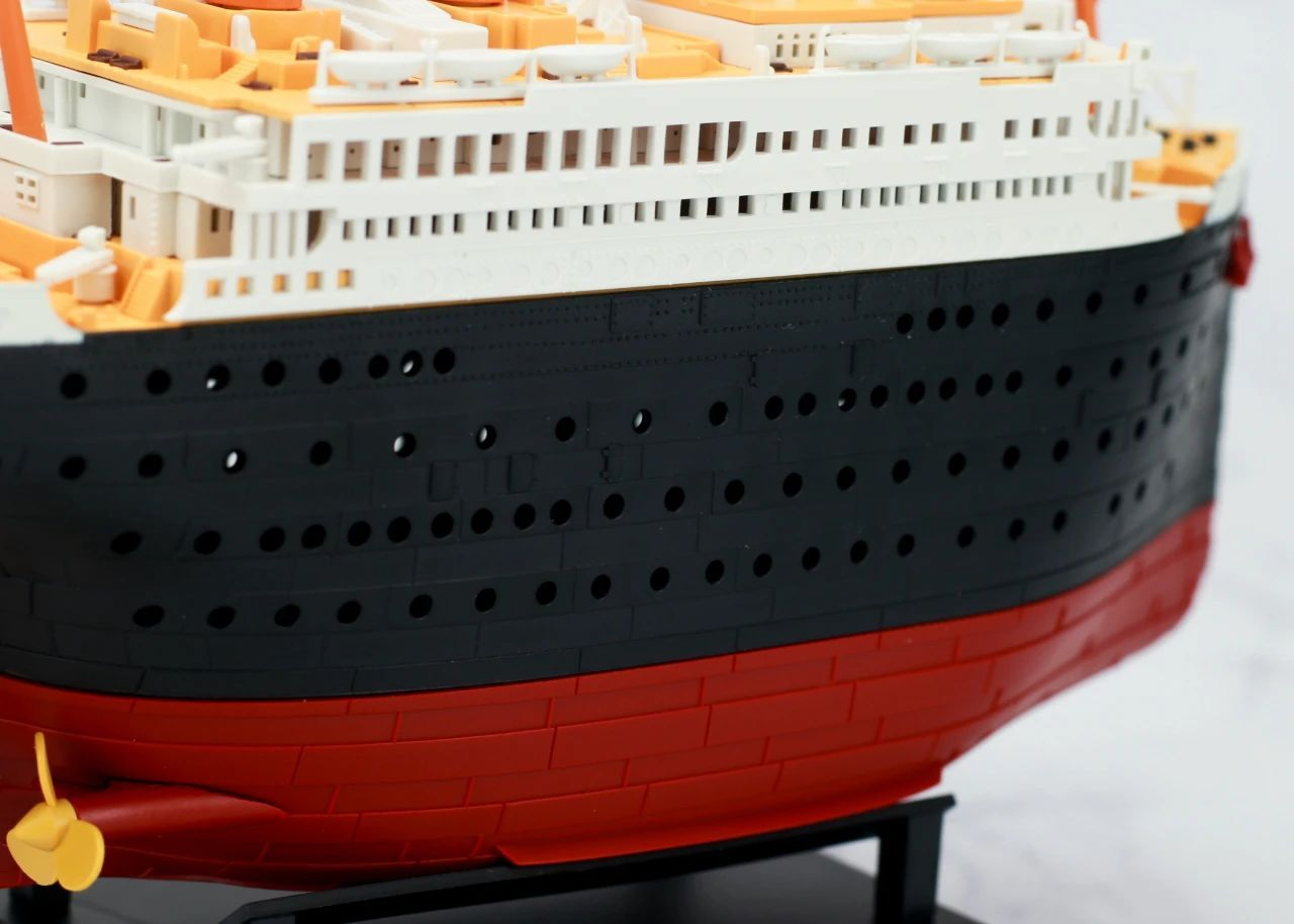S484_1_2_RMS_Titanic_ice_SOUTHAMPTON_028.jpg
