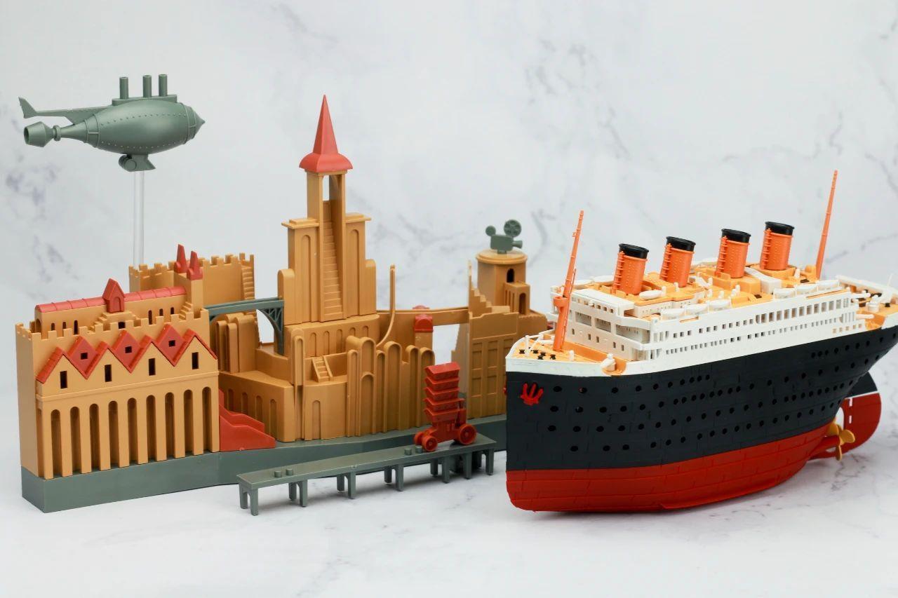 S484_1_2_RMS_Titanic_ice_SOUTHAMPTON_040.jpg