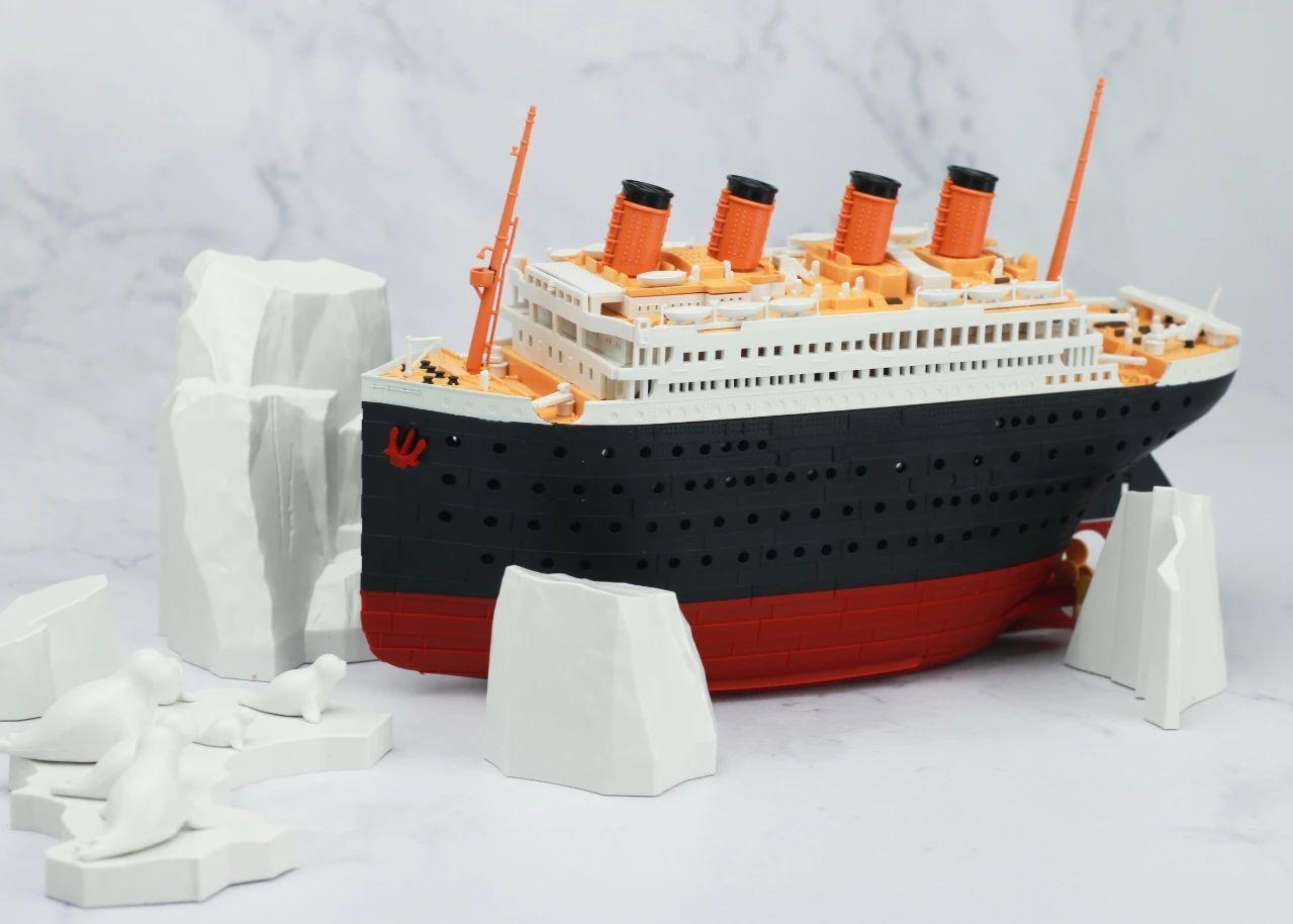 S484_1_2_RMS_Titanic_ice_SOUTHAMPTON_043.jpg