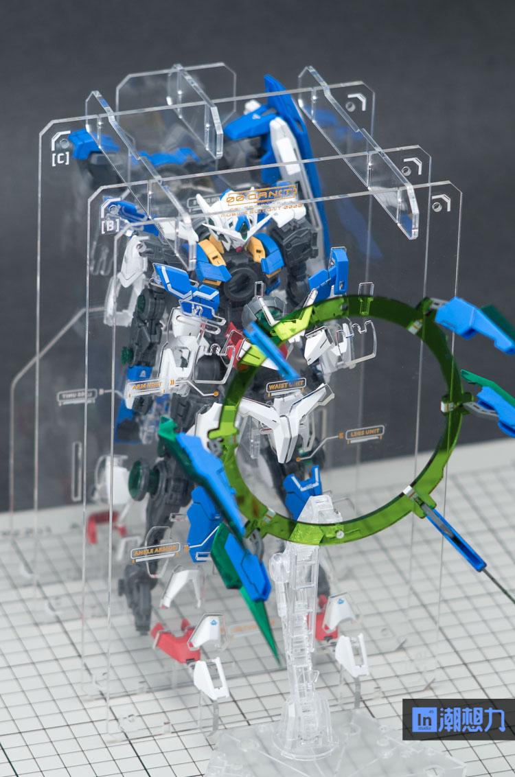 S528_in_studio_mg_ooq_fullsaber_clear_stand_012.jpg