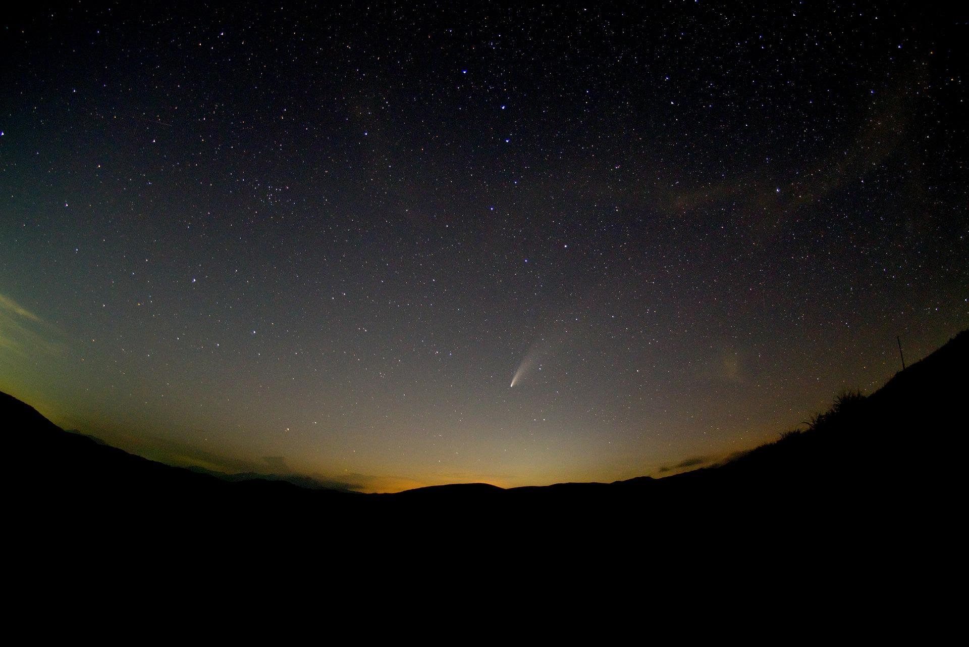 ネオワイズ彗星+北斗七星