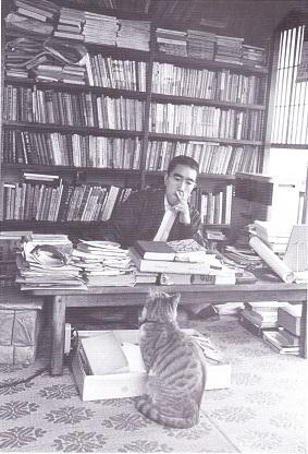 三島由紀夫と愛猫チル.