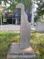 JR・西武拝島駅 四角柱上の胸像