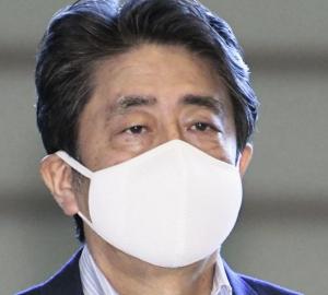 揶揄された小さいマスクやめた安倍首相、今度は福島製のマスクを着用[韓国ネット民]やはり、まともなマスクをしなければいけないほど、日本は感染が広まっているんだろうな
