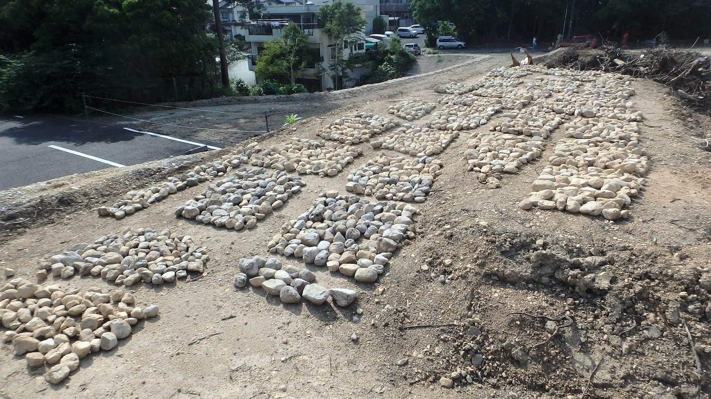 松ヶ洞⒚葺石