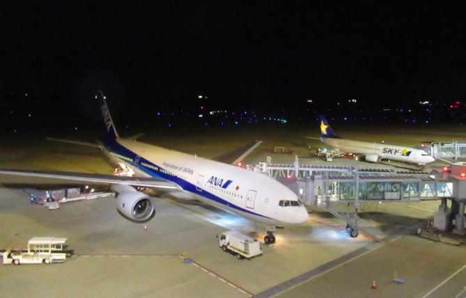 20200409神戸空港ANA機