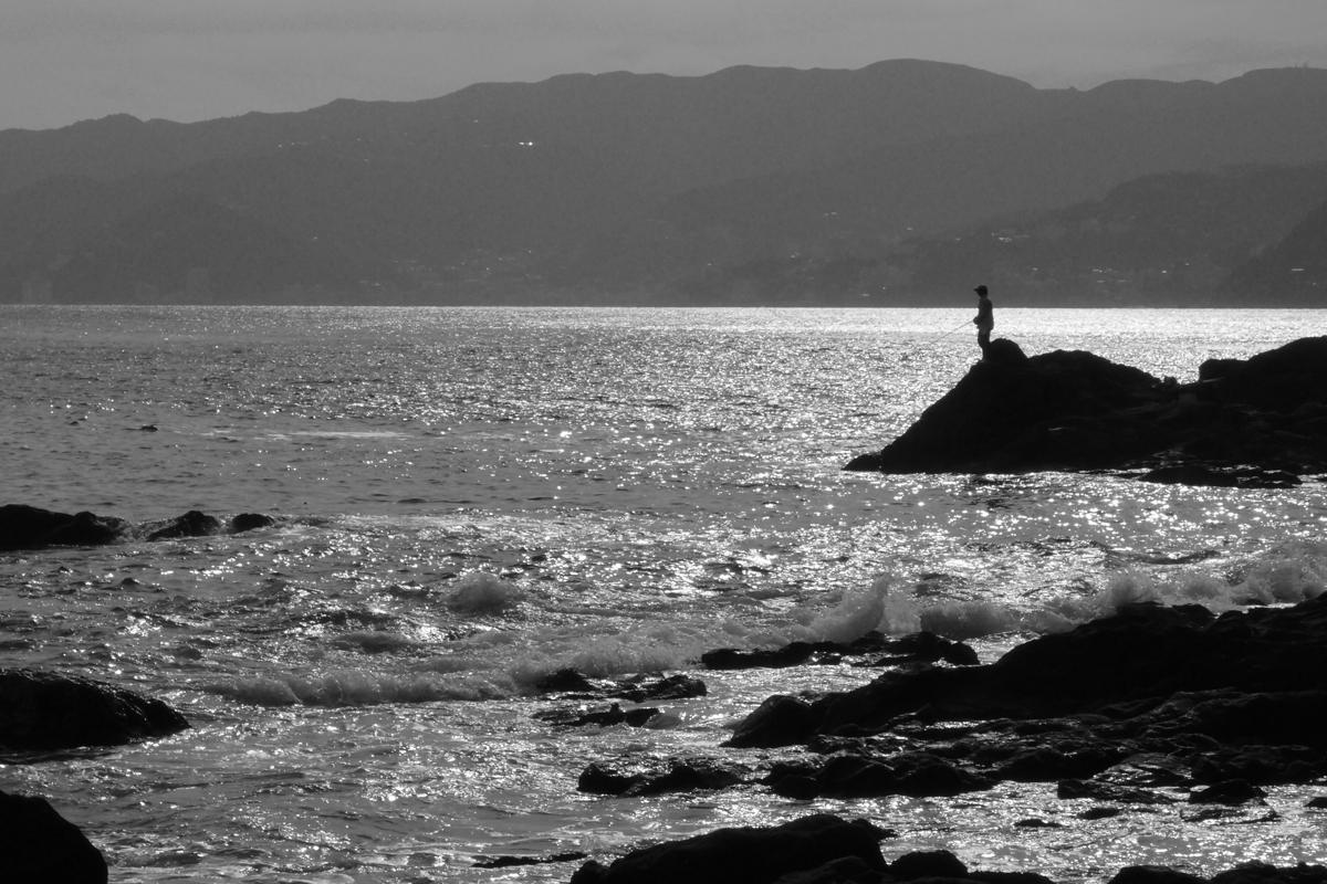 真鶴スナップ 三ツ石海岸の釣り人