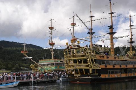 芦ノ湖の海賊船クイーン芦ノ湖とビクトリー