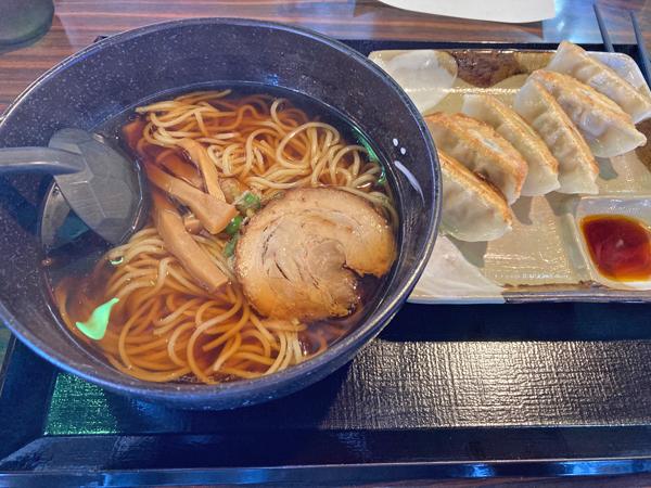 五味八珍のラーメン餃子セット