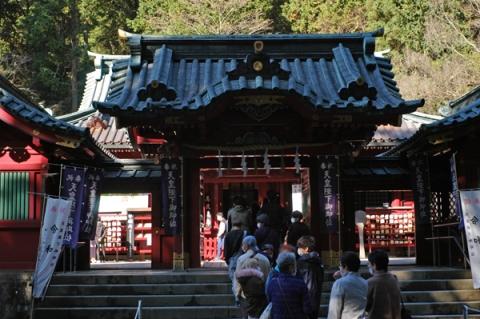 箱根神社本殿前の行列