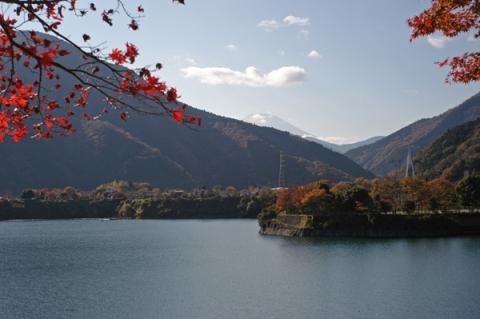 丹沢湖の紅葉と富士山
