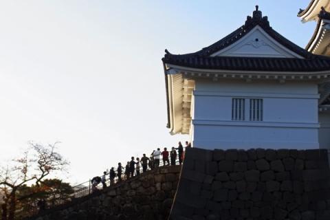 小田原城入場待ちの人の列