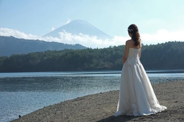 富士山と新婚の花嫁