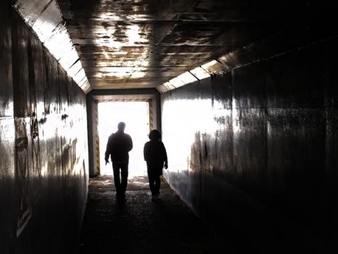 海に抜けるトンネル