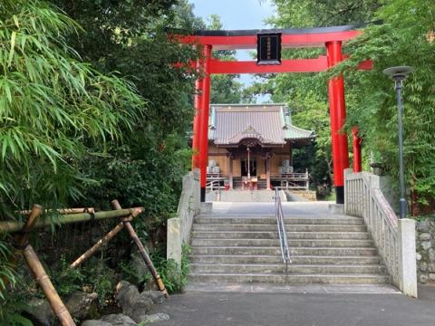 白笹稲荷神社拝殿の鳥居