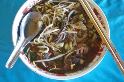 北タイスープ麺ナムギアオ