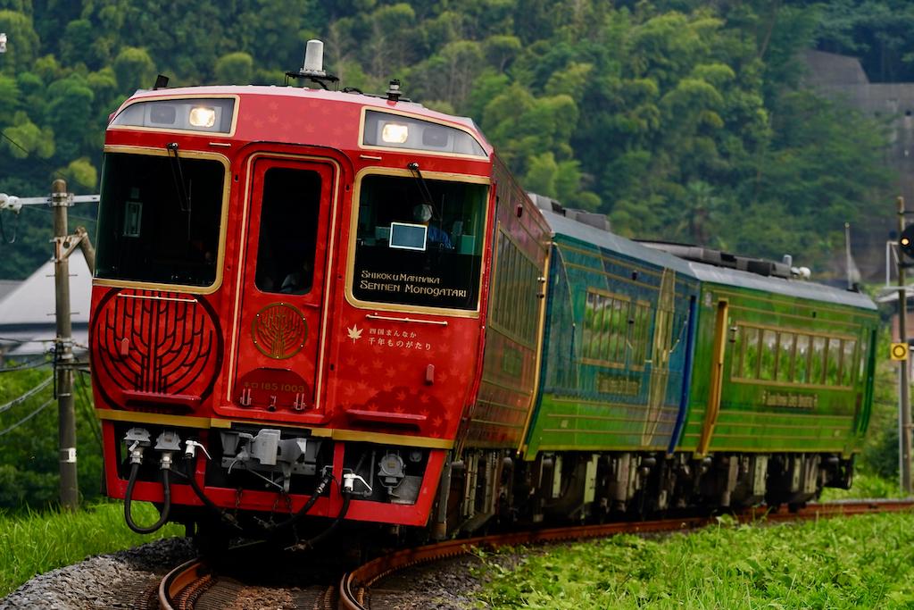 200808 JRS 183 shikokumannaka sanukisaida1