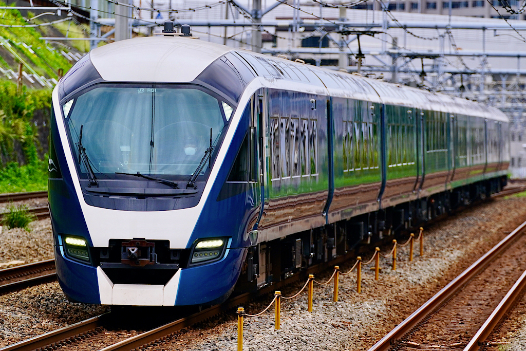200920 JRE E261Safir Odoriko shinkoyasu1