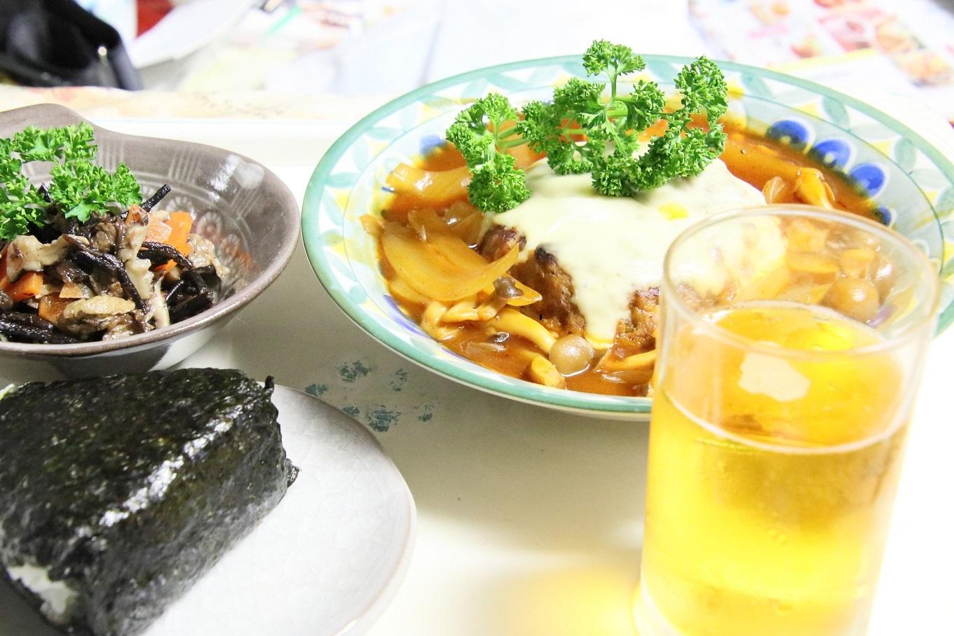 111夕食 煮込みハンバーグ定食.jpg