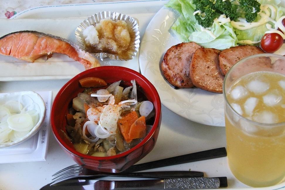 111夕食 ハムステーキと豚汁定食.jpg