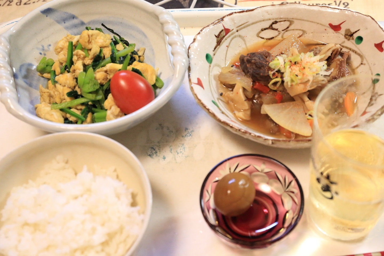 111夕食 スジ煮込みとほうれん草の卵炒め定食.jpg