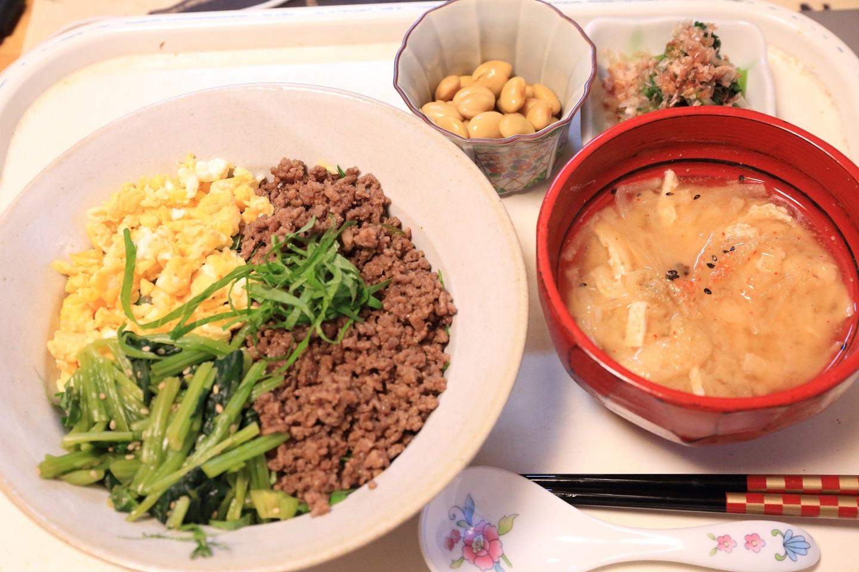 111夕食 3色丼定食.jpg