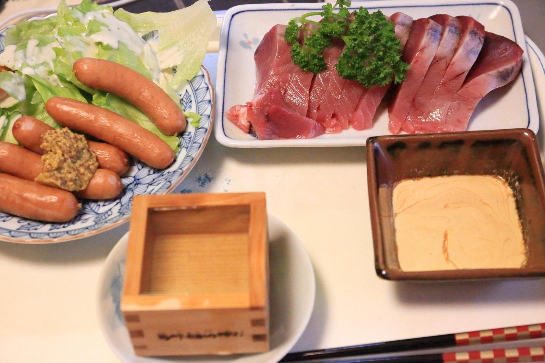 111夕食 カツオの刺身とウィンナー定食.jpg