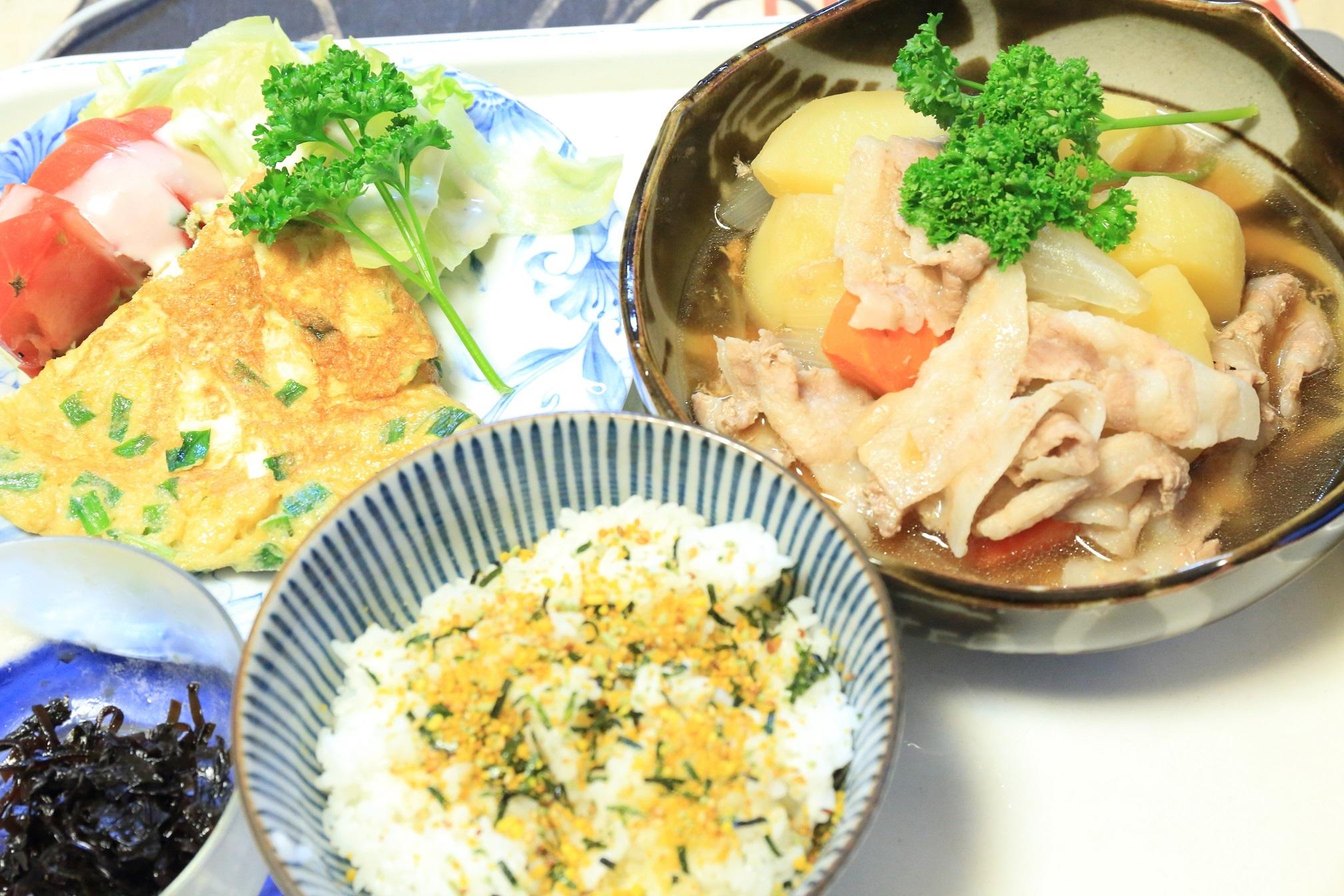 111夕食 肉じゃが定食.jpg