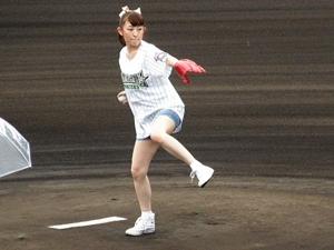 始球式の高橋美佳子