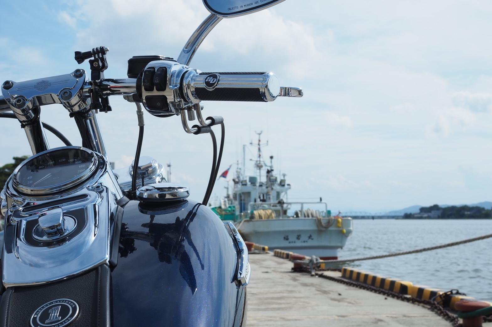 ぴーきちハーレーブログ 福井金沢ツーリング 三国港 漁船とハーレー