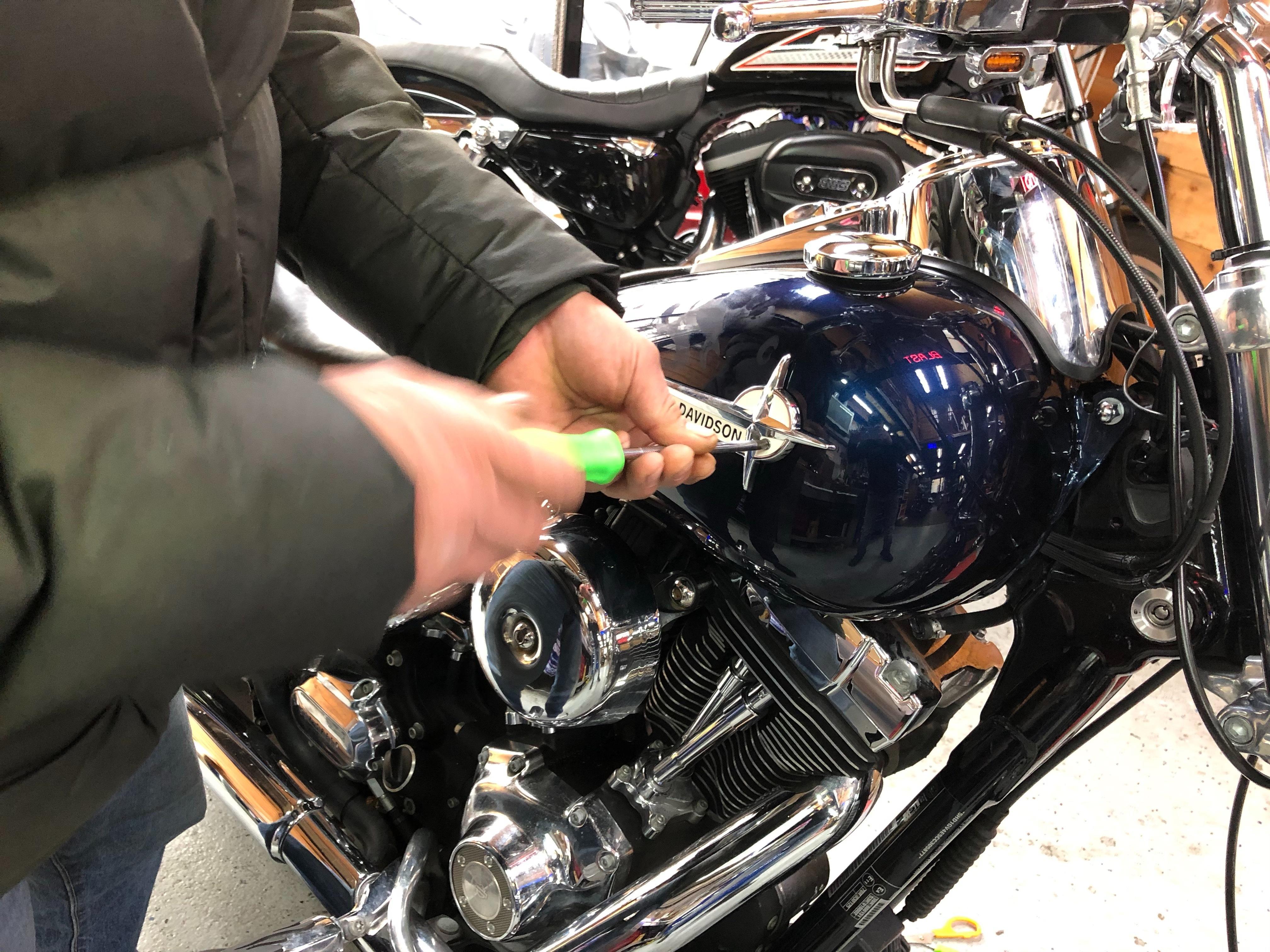 harleydavidson-motorcycle-emblem-installparts-1961.jpg
