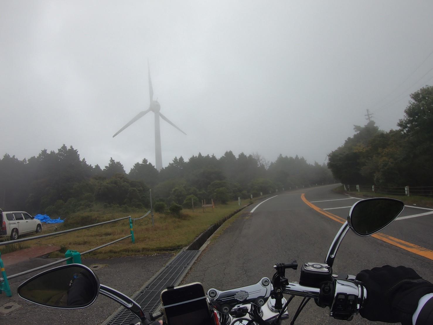 ぴーきちハーレーブログ 青山高原 風力発電 雲の中 霧