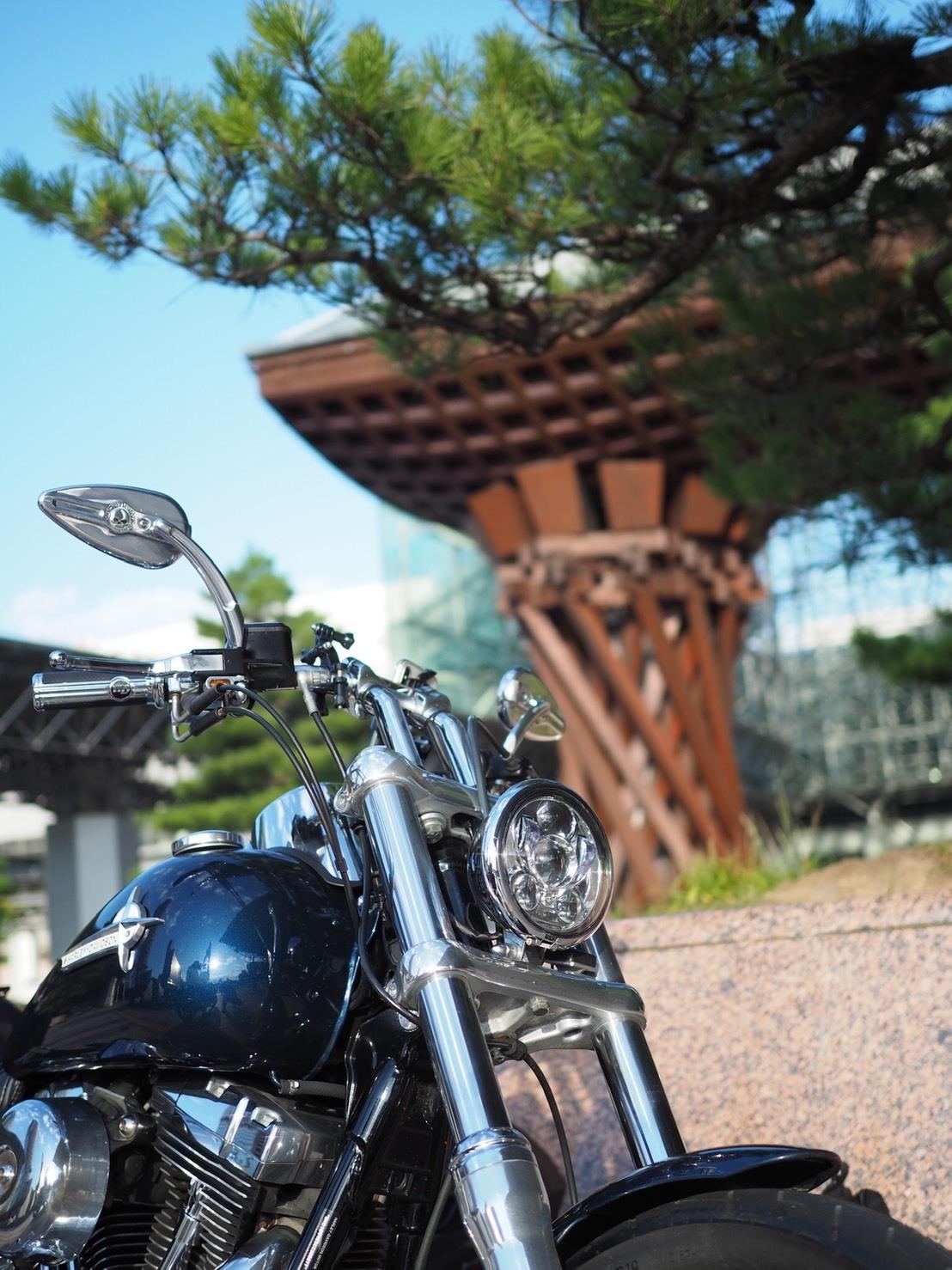 ぴーきち ハーレーブログ 福井 金沢ツーリングその4 金沢駅 鼓門 バイクと撮影