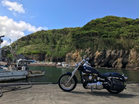 ぴーきち&ダイナ ハーレーブログ 京都丹後半島ツーリンング 赤い灯台がある漁港