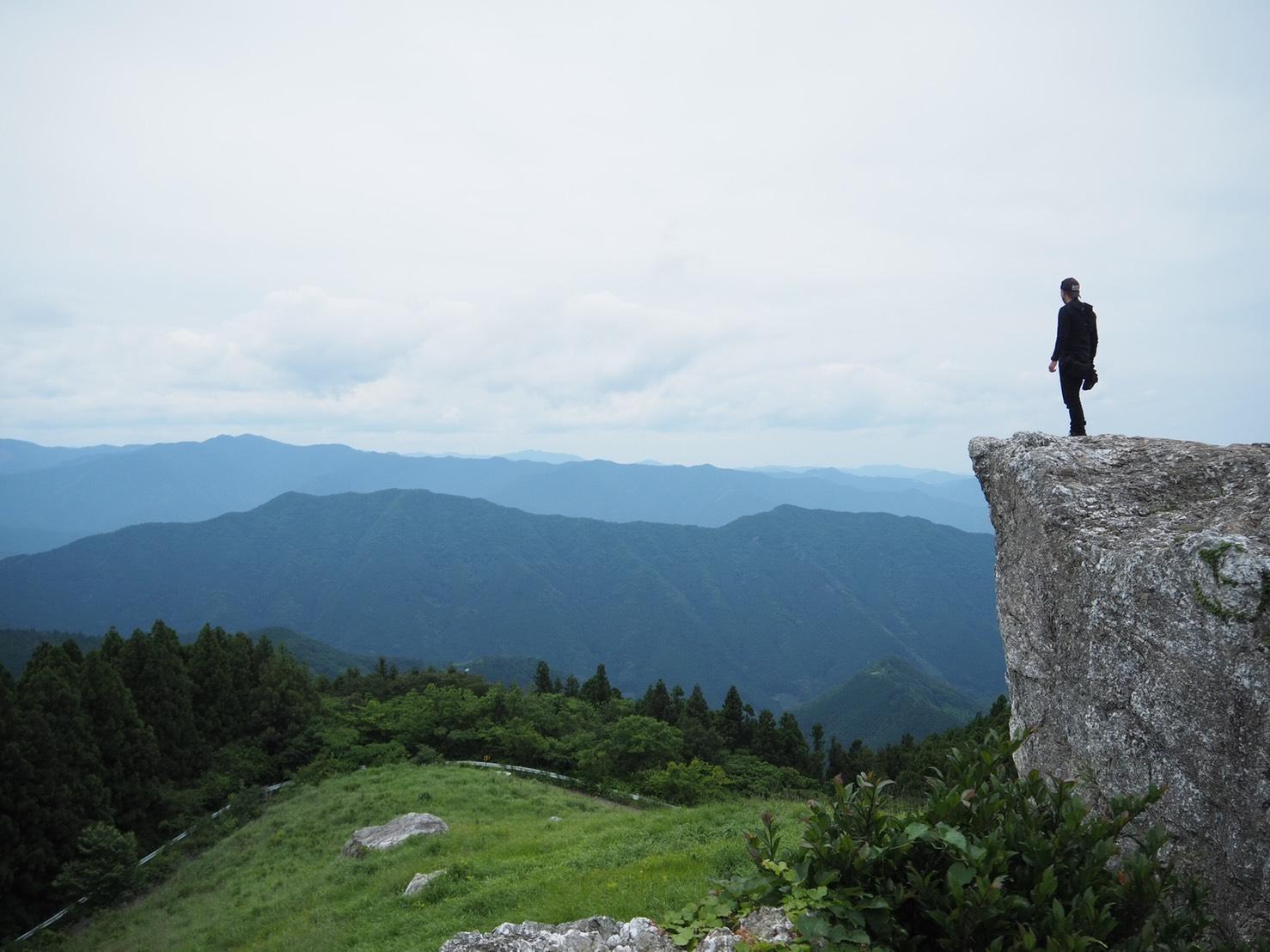ぴーきち&ダイナ ハーレーブログ 和歌山有田ツーリング 生石高原の景色 岩場