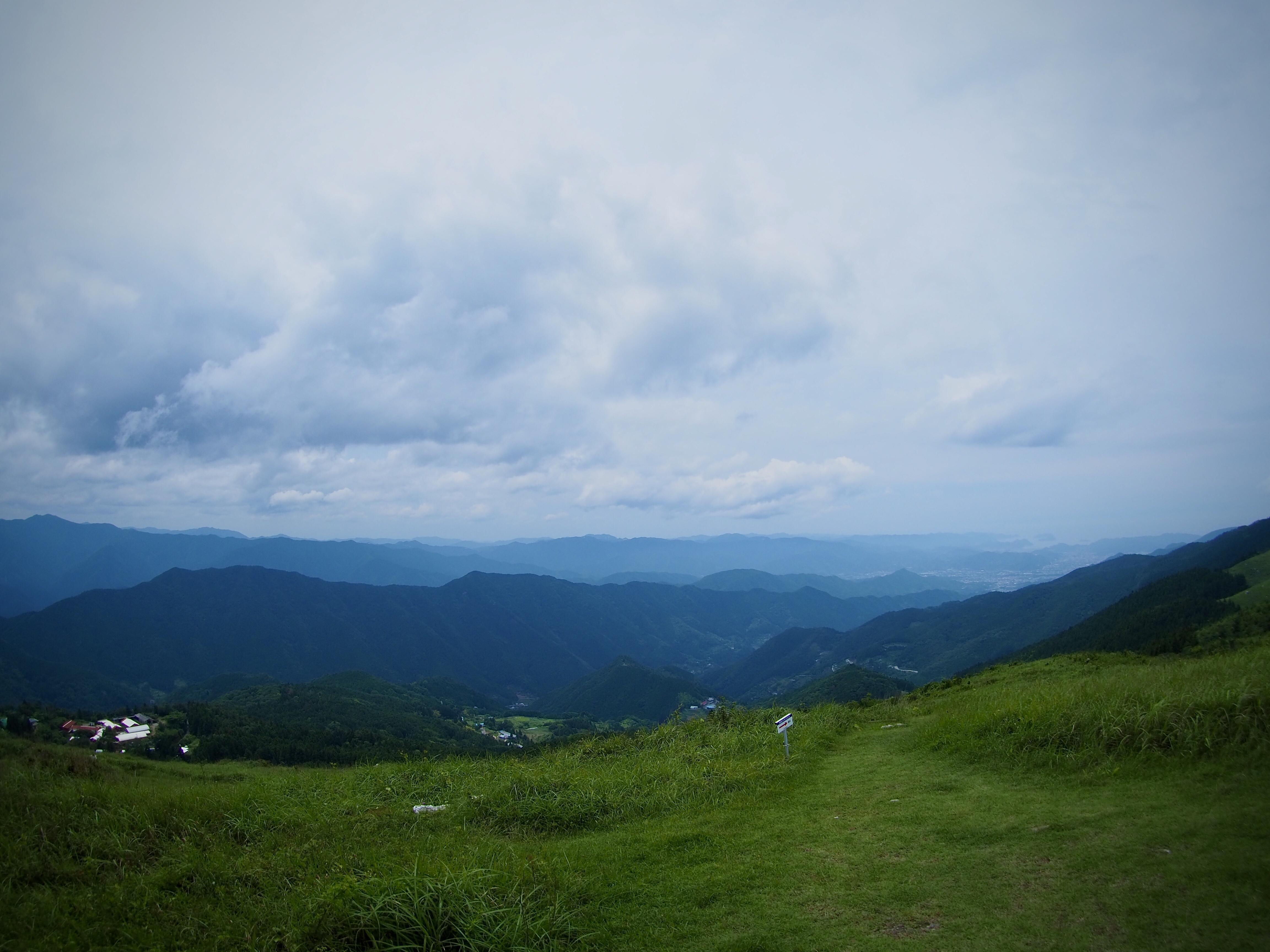 ぴーきち&ダイナ ハーレーブログ 和歌山有田ツーリング 生石高原の頂上 景色