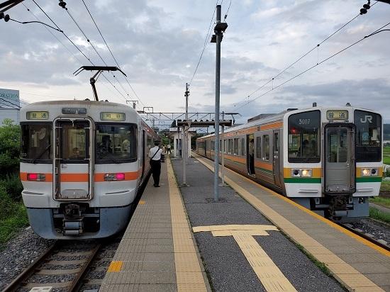 2020年7月29日撮影 伊那新町駅にて 313系1700番台回送と313系