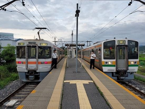 2020年7月29日撮影 伊那新町駅にて 313系1700番台回送と313系の並び
