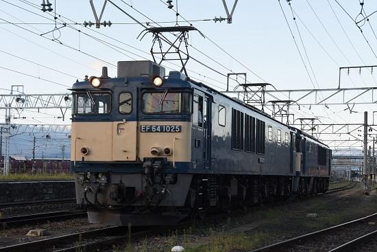 2020年8月29日撮影 篠ノ井線8467レ EF64-1025号機 発車待ち