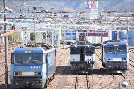 2020年5月5日撮影 南松本にて西線貨物8084レ 貫通扉を閉める