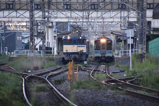 2020年8月29日撮影 篠ノ井線8467レと1221M E127系の並び
